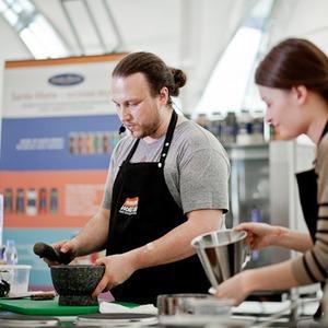 Omnivore Food Festival: Иван Шишкин готовит пеммикан и черемуховые полбяные пряники