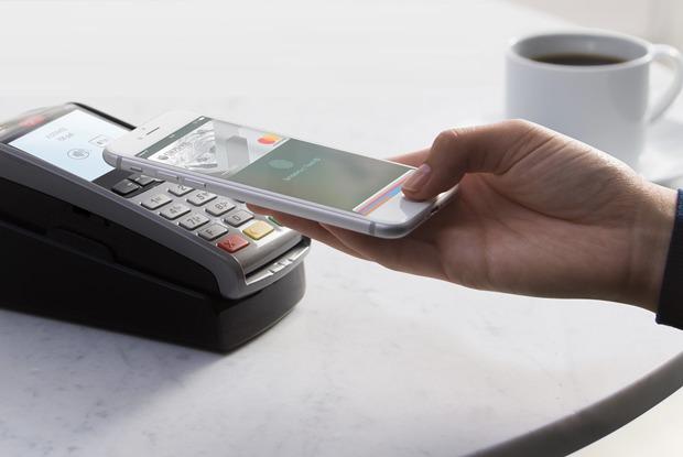 Я попробовала расплачиваться телефоном и разлюбила кредитки — Эксперимент на The Village