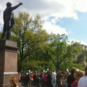 В воскресенье в Петербурге гуляли 500 человек, в понедельник закрывают Исаакиевскую — Люди в городе на The Village