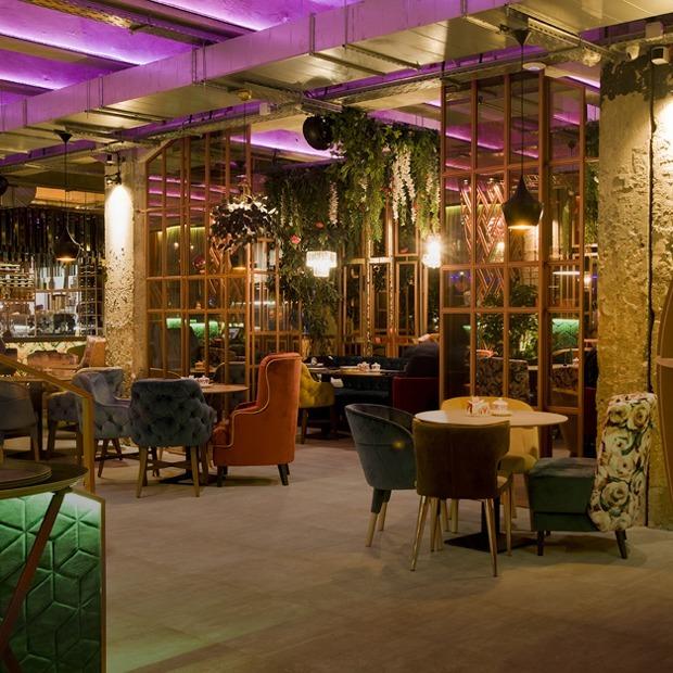 Флагманский ресторан Plov в духе «Алисы в Стране чудес» в Доме печати — Место на The Village