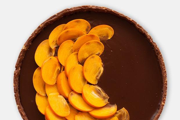 Шоколадно-сырный тарт с хурмой