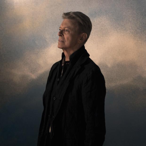 Третий сезон «Черного зеркала», посмертные песни Дэвида Боуи и новый сингл Ивана Дорна — Выходные дома на The Village