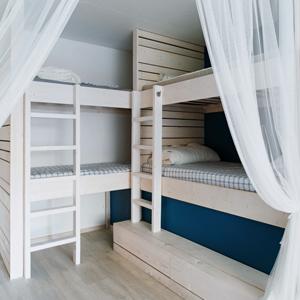 Хостел на «Белорусской» с номерами-каютами и двухэтажной двуспальной кроватью — Интерьер недели на The Village