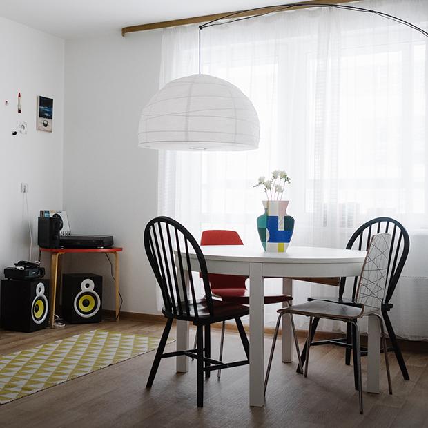 Двухкомнатная квартира с современным искусством на Невзоровых — Квартира недели на The Village