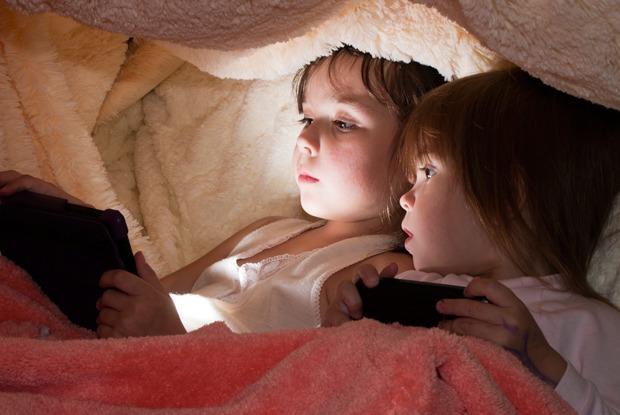 Мальчик и девочка пробуют заняца сексом онлайн