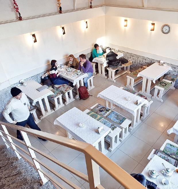 Все свои: Чайхана «Барака» на Васильевском — Рестораны на The Village