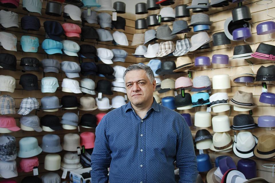 того, продавец продает шапку точный ответ обязательно добавьте список