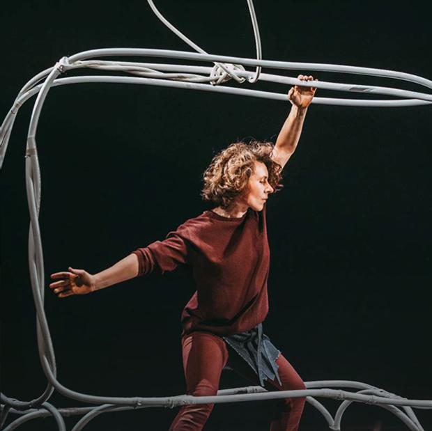 Рене Магритт и «Мумий Тролль»: О чем рассказывает второй спектакль «Форы» — Искусство на The Village
