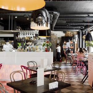 В Месте: Кафе «Бурый лис и ленивый пёс»