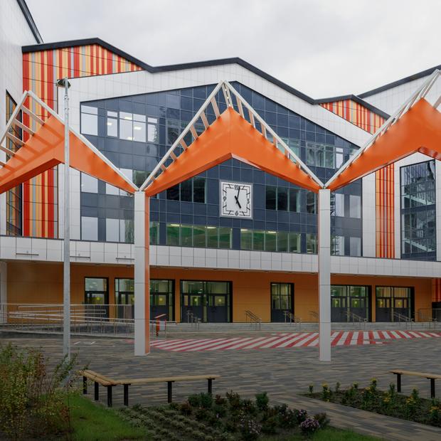 Как выглядит самая большая школа в России