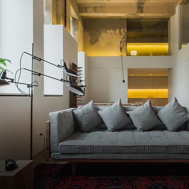 Двухэтажный лофт на «Рижской» с дагестанскими коврами