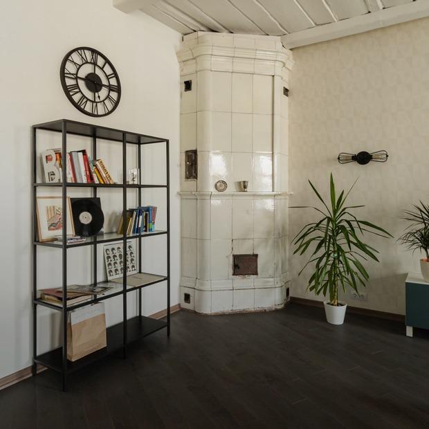 Лофт с деревянным потолком и старинной печью (Петербург) — Квартира недели на The Village