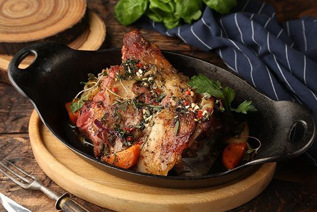 Киви, урц и «Аква минерале»: Майские рецепты маринадов для мяса и рыбы от шефа «Стейк-Хауса» — Рецепты шефов на The Village