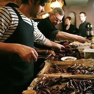 Молчание телят: Репортаж с заседания клуба поедателей потрохов — Кухня на The Village