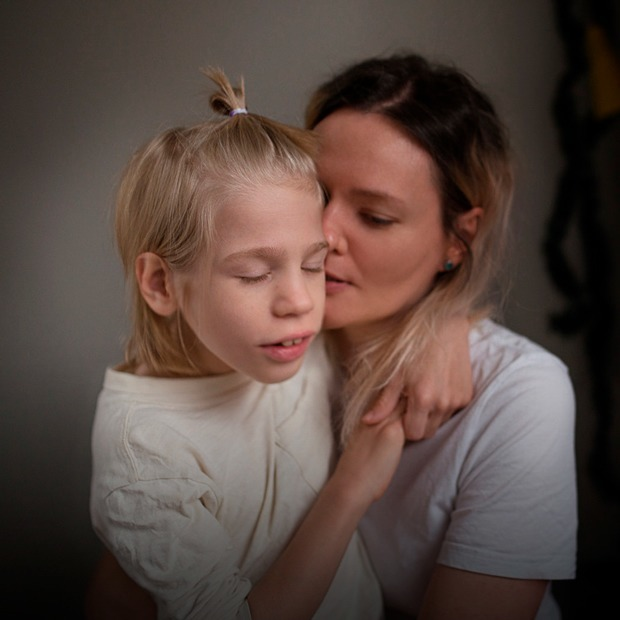 «Невидимые»: История мамы-фотографа, которая снимает особенных детей — Что нового на The Village
