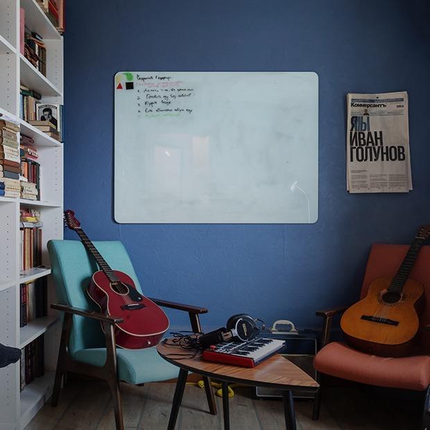 Цветная двушка с подиумом в спальне на Донской — Квартира недели на The Village