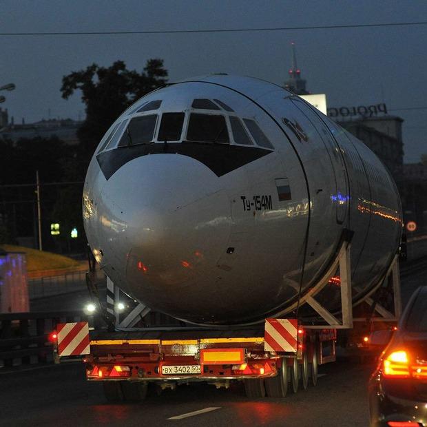 По Москве везут самолет — Прямая трансляция на The Village