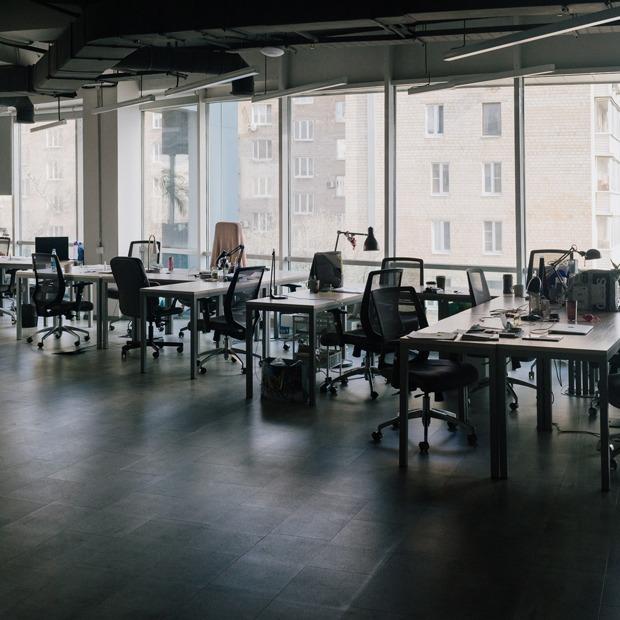 Как выглядят опустевшие московские офисы — Фоторепортаж на The Village