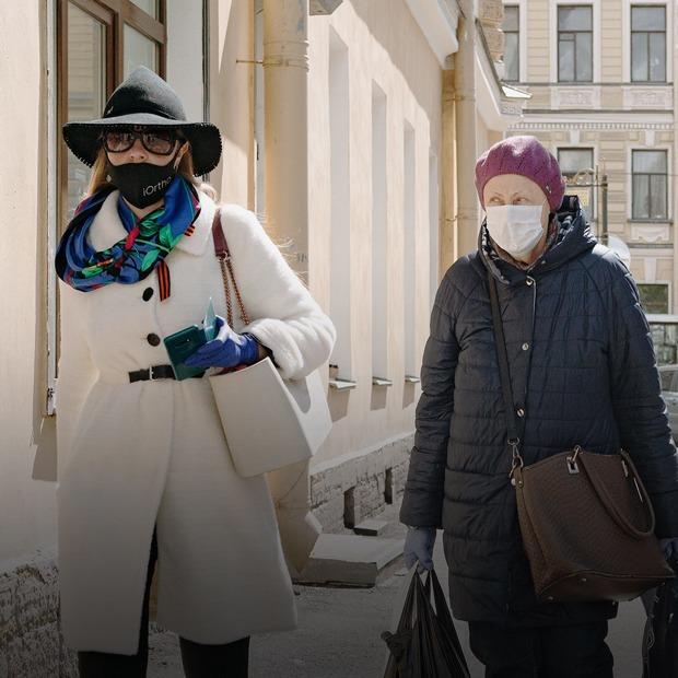 Как в Петербурге наказывают за отсутствие маски и сидение на скамейке: Исследование The Village  — Истории на The Village