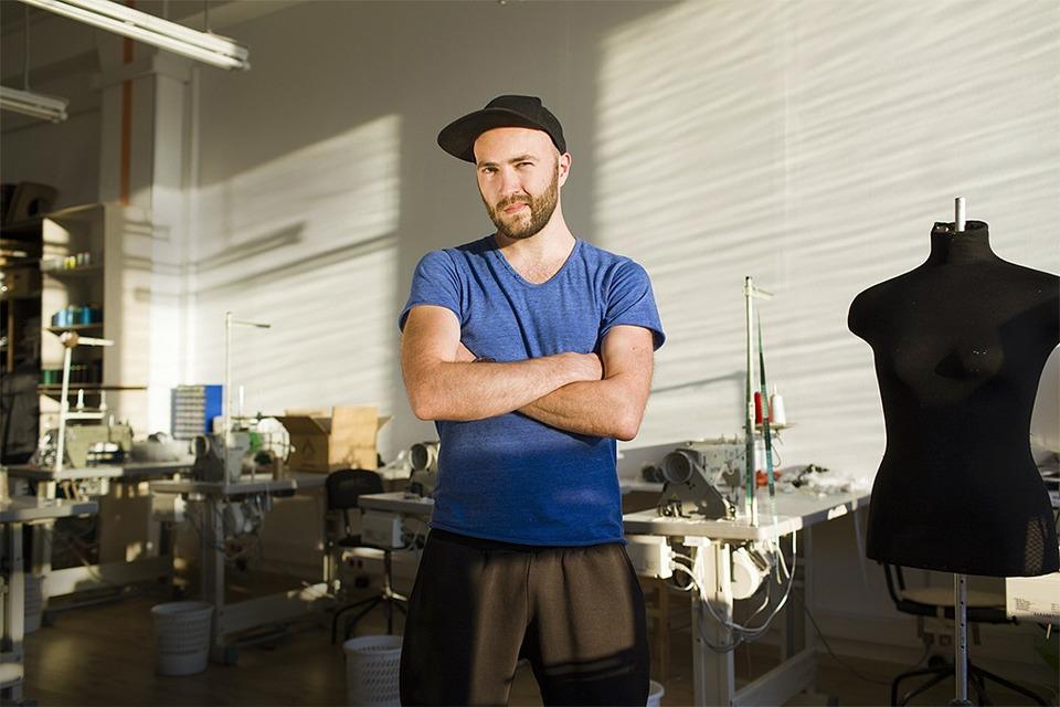 MuseLab: Как брейк-дансер из Вологды открыл швейную фабрику — Свое место на The Village