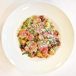 Рецепты шефов: Тёплый салат из утиной грудки магре
