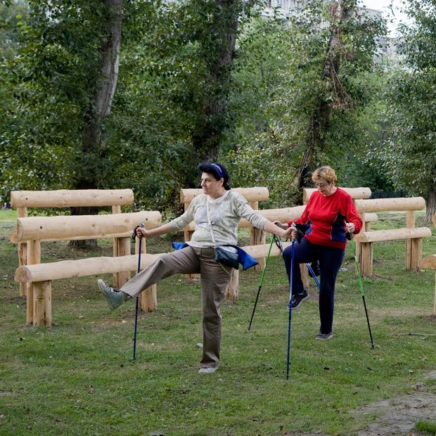 Зачем в парке Чкалова установили скамейки, на которых невозможно сидеть — Фоторепортаж на The Village