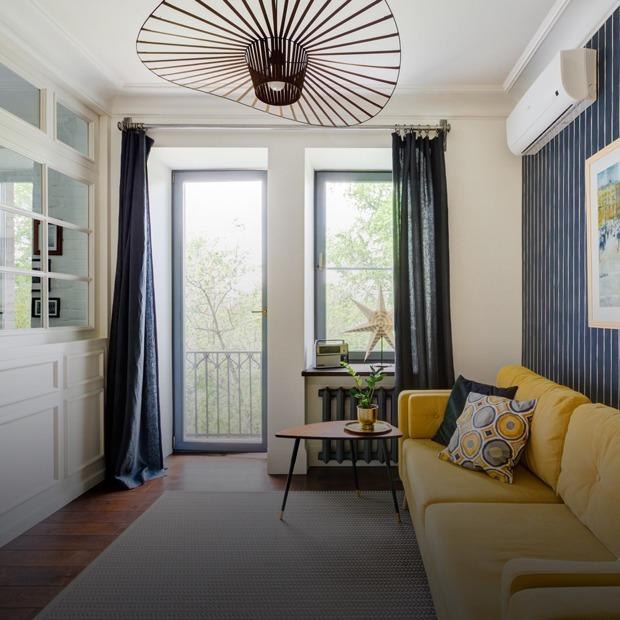 Двухкомнатная квартира на Острякова с полосатыми обоями и кирпичной кладкой  — Квартира недели на The Village