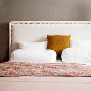 Как изголовье кровати может изменить внешний вид спальни — Дизайн-хак на The Village