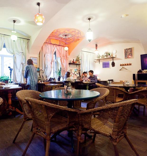 Все свои: Вегетарианское кафе на Казанской улице — Рестораны на The Village