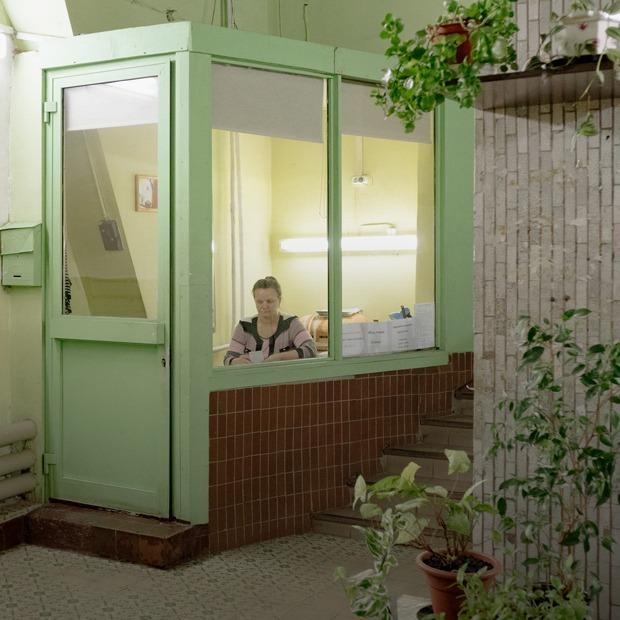 Как устроена галерея «Чрезвычайная коммуникация» в подъезде «дома на ножках» на «ВДНХ» — Новое в Москве на The Village