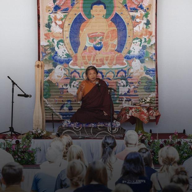 «Мы попытались научиться медитировать» — Редакция тестирует на The Village