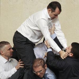 Депутатский приём: Чемпион по рестлингу комментирует драки в парламенте — Ситуация на The Village