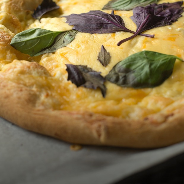 Повар Look At Media готовит пиццу «Четыре сыра» и чизкейк из российских продуктов