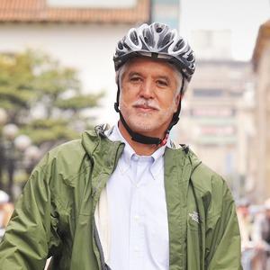 Энрике Пеньялоса: «Спускаться под землю, чтобы перейти улицу, — это ужасно» — Город на The Village