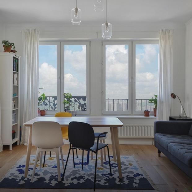 Скандинавская студия с амбарной дверью в новостройке в Марьине — Квартира недели на The Village
