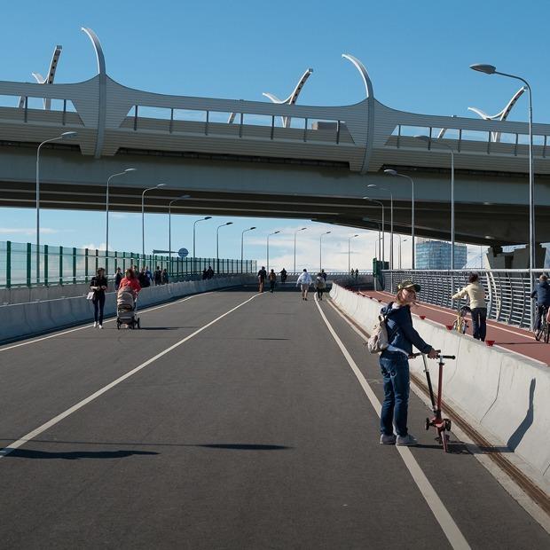 Как выглядит Яхтенный мост — самый длинный пешеходный мост города — Фоторепортаж на The Village