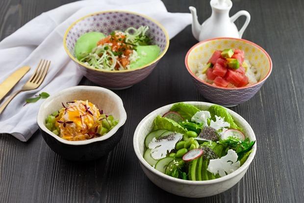 Хрустящий, с овощами, суперфудами и крабом: Четыре рецепта поке от шефа Momo pan asian kitchen — Рецепты шефов на The Village
