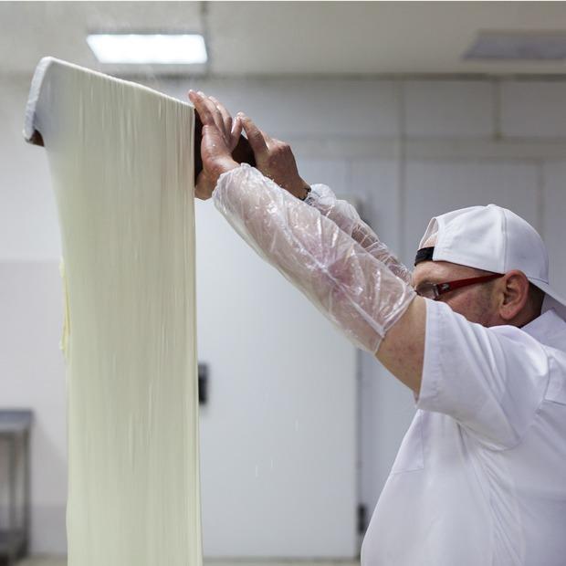 Как под Люберцами делают моцареллу, буррату и рикотту  — Производственный процесс на The Village