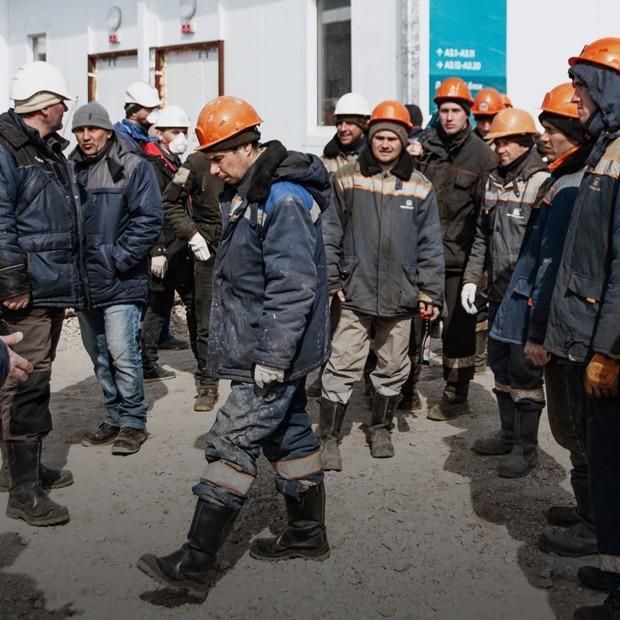 «Нам здесь лежать»: Как строят гигантскую коронавирусную больницу в Новой Москве — Репортаж на The Village