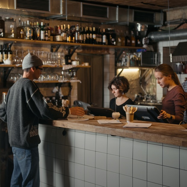 Как «Зинзивер» стал баром, куда ходят все — Новое в Москве на The Village