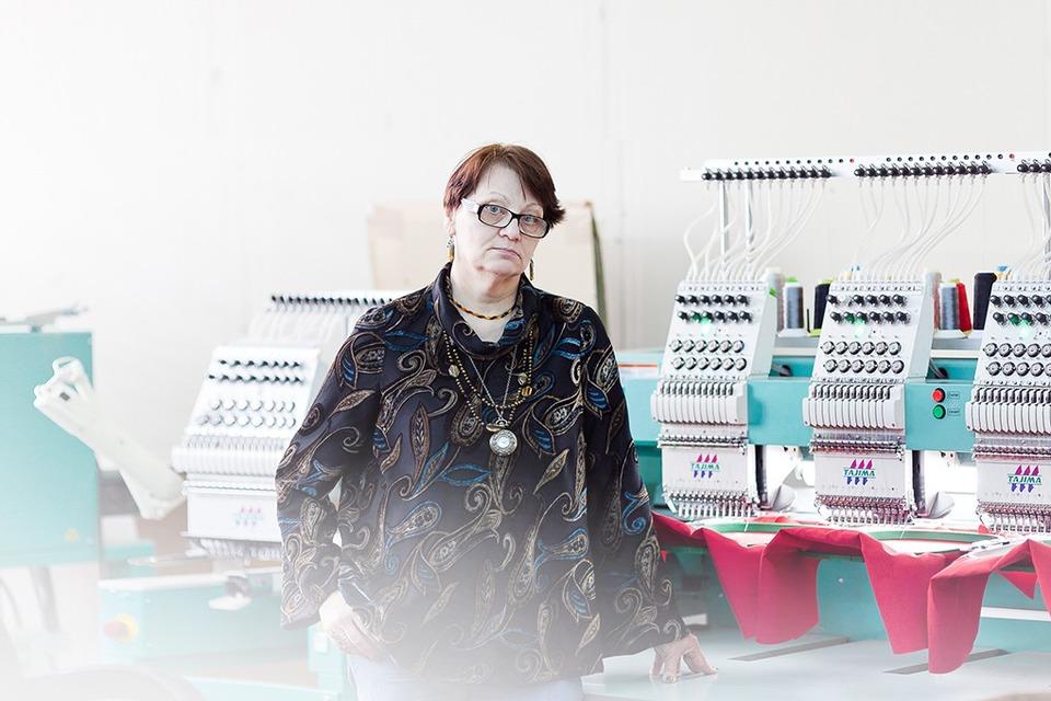 Стежок за стежком: Как Людмила Алексапольская превратила хобби в семейный бизнес — Сделал сам на The Village
