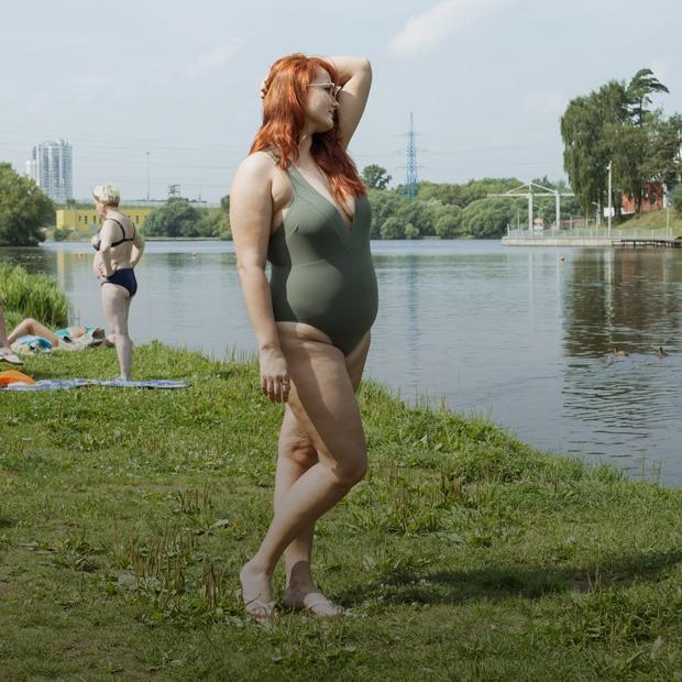 Москвички — о городских пляжах и отношении к телу — Истории на The Village