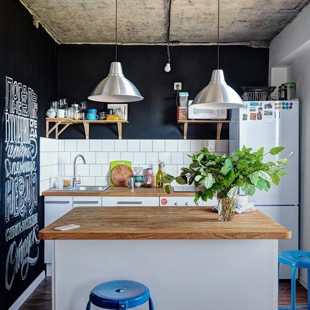 Студия с витражом и грифельной стеной в новостройке Владивостока — Квартира недели на The Village