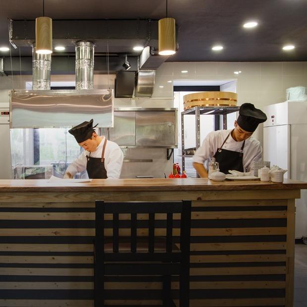 Кошерные роллы: Okami Sushi в Большом Спасоглинищевском — Место на The Village