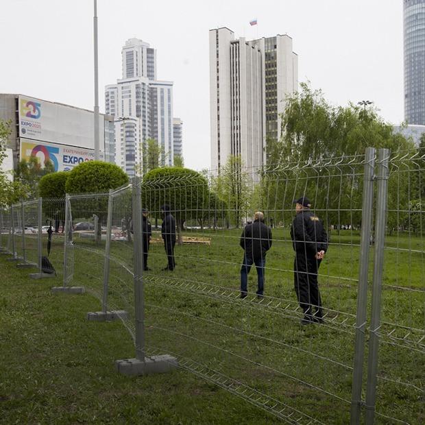 Как забор в Екатеринбурге превратился в акцию протеста — Ситуация на The Village