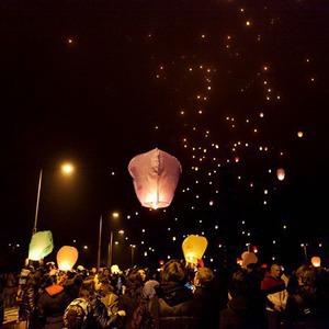 Фоторепортаж: Флешмоб с китайскими фонариками — Фоторепортаж на The Village