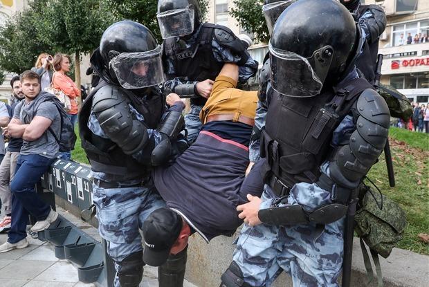 Как в Москве задерживали людей на акции протеста 3 августа