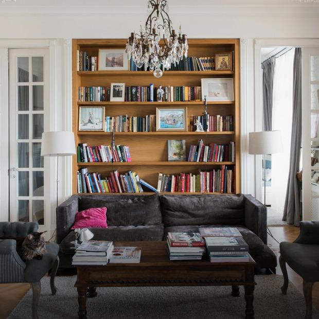 Квартира с антикварной мебелью в высотке на Котельнической