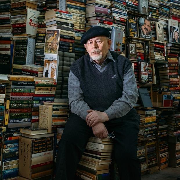 Старожилы книжной ярмарки в ДК имени Крупской (Петербург) — Люди в городе на The Village