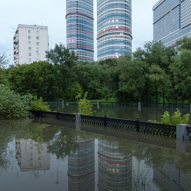 Она утонула: Последствия рекордного ливня в Москве — Фоторепортаж на The Village